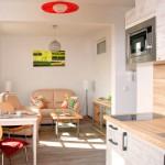 Durch die offene Bauweise gehen Wohn- und Essbereich fließend ineinander über.