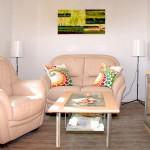 Auch das Wohnzimmer bietet ausreichend Platz, für Ruhe und Erholung.